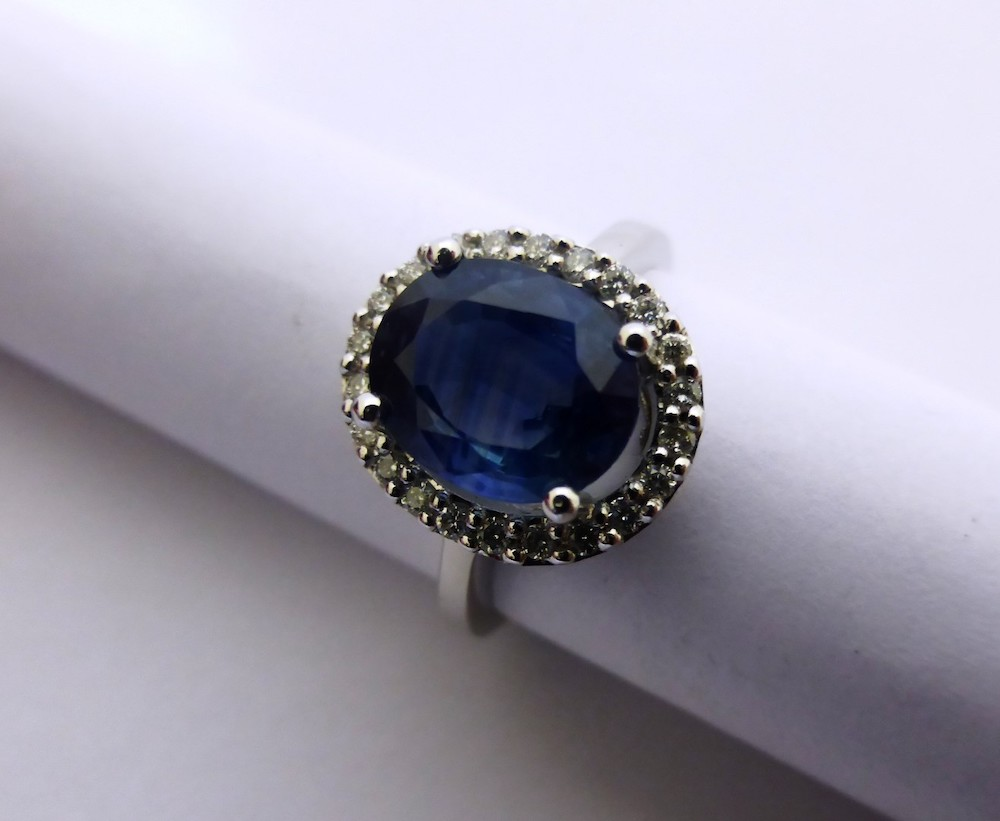 18ct White Gold Sapphire and Diamond Cluster Ring £1000