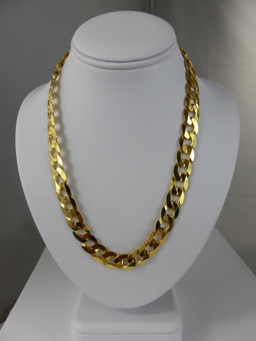 9ct Gold Curb Link Neck Chain £520