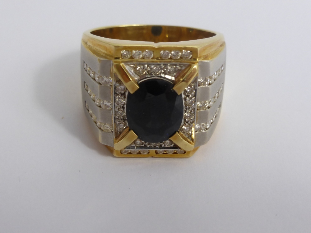 A Gentlemans 18ct Gold Sapphire & Diamond Ring £700