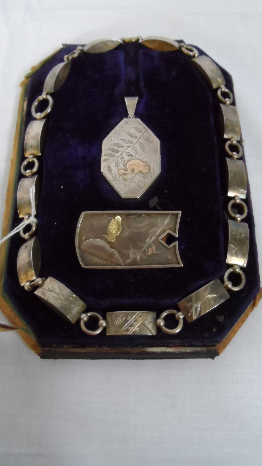 A Victorian Silver Box Necklace _ Pendant Set £360