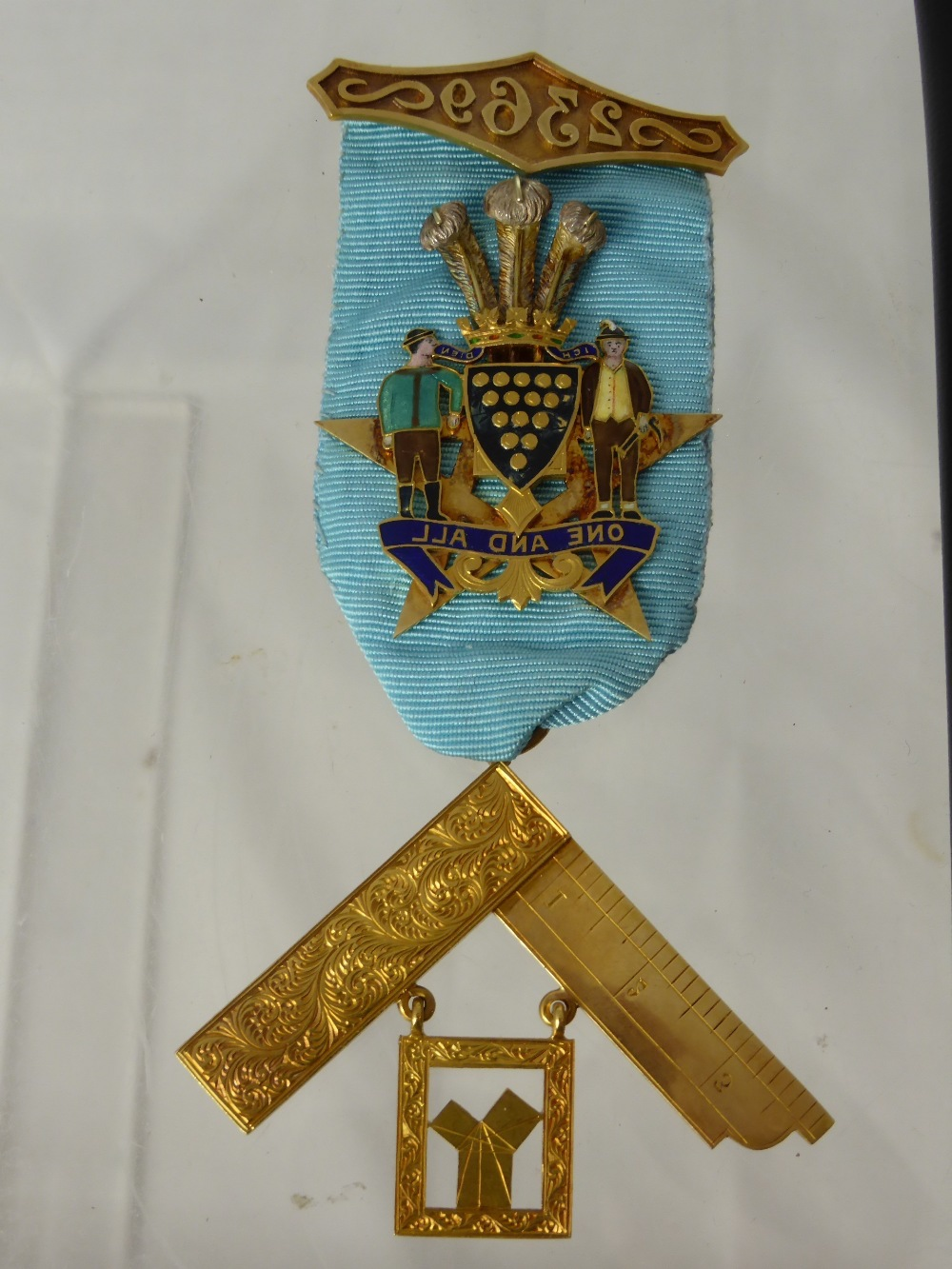 An 18ct Gold Masonic Jewel £460