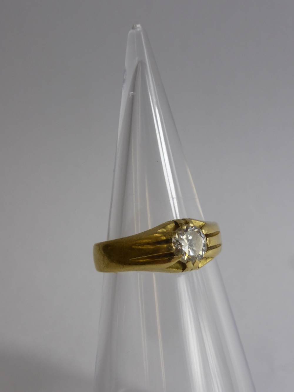 Gentlemans 18ct Gold & Diamond Solitaire Ring £500