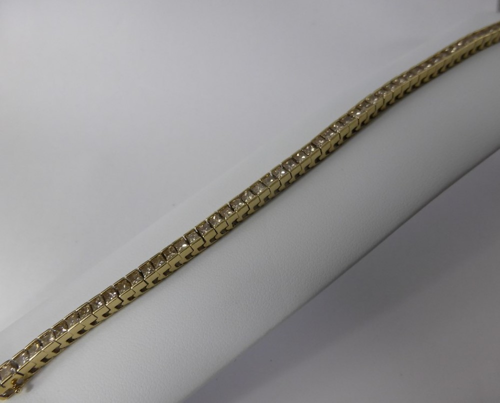Lady's 14 Ct Gold & Diamond Tennis Bracelet, approx 6.17 cts £1100