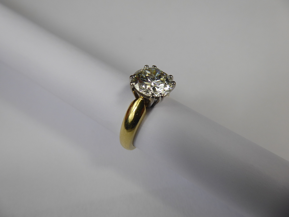 3.02 ct Diamond Solitaire £7000