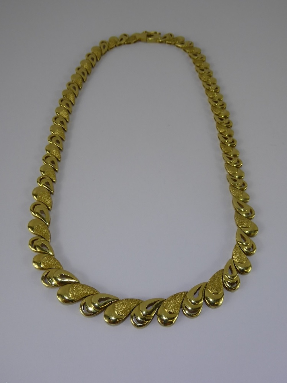 Lady's 14 ct Gold Fancy Necklace £650