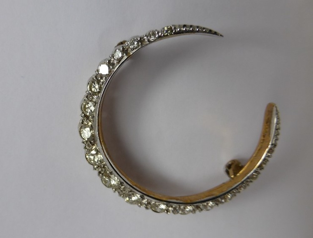 14ct Gold & Diamond Moon Brooch £420