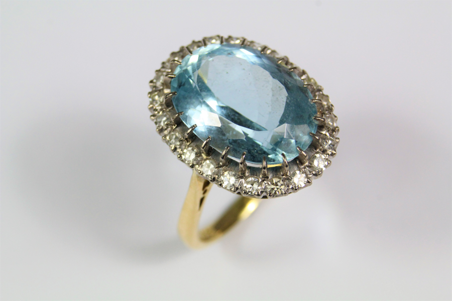 18ct Gold Aquamarine Ring £1200