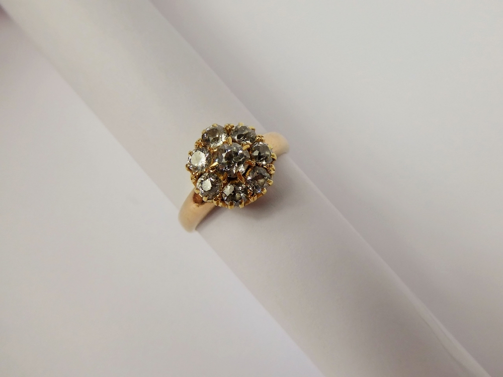 18 ct Gold & Diamond Cluster Ring £380