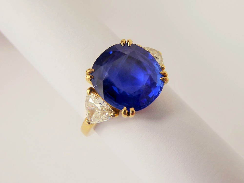 A 5.95 Vivid Cornflower Blue Non-Heat Treated Sapphire Ring £6000
