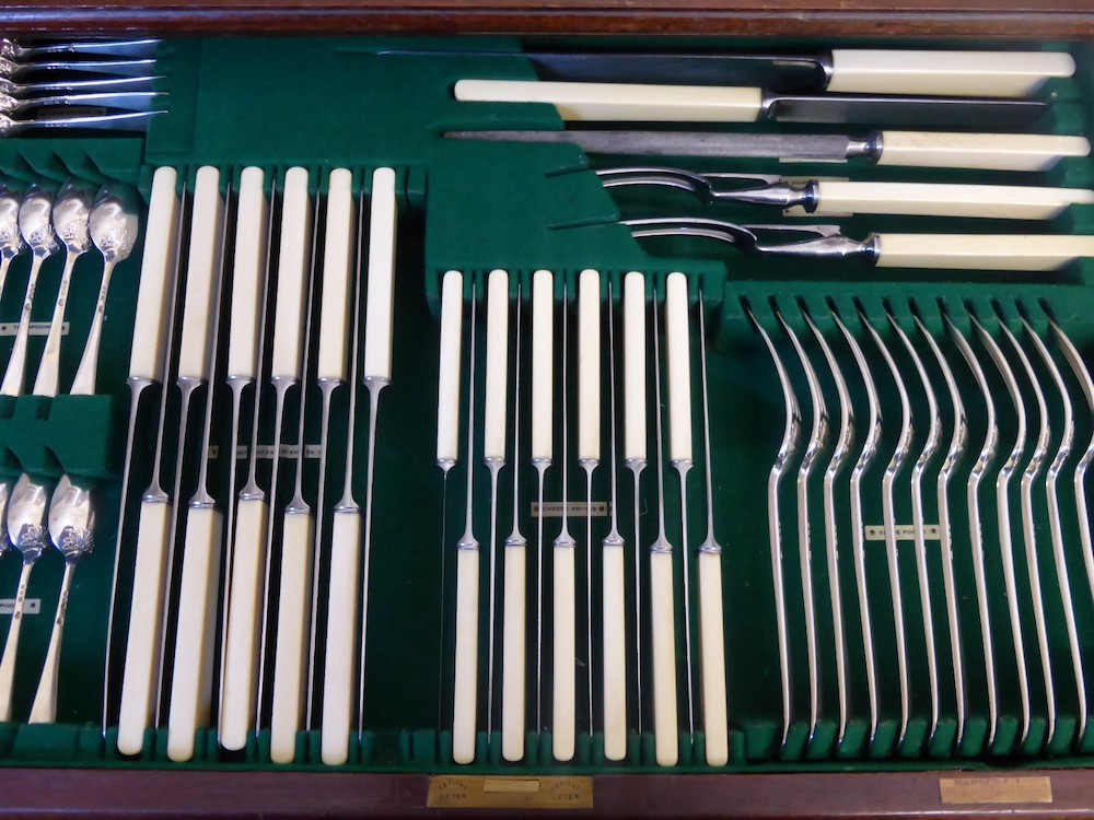 Solid Silver Harrods Canteen of Flatware £2400