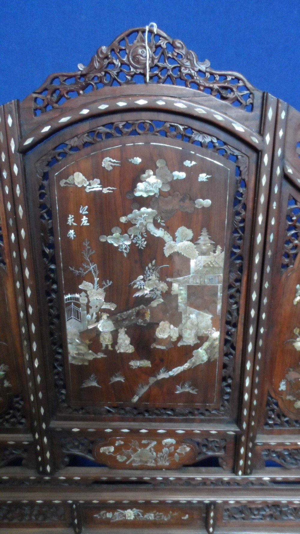 Chinese 19th Century Rosewood & Mother of Pearl Screen £300